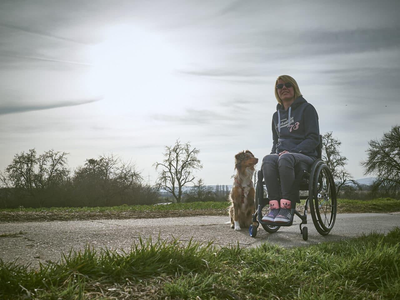 Spastik kommt von Spaß | Th10. Leben. Rollstuhl. Hund.